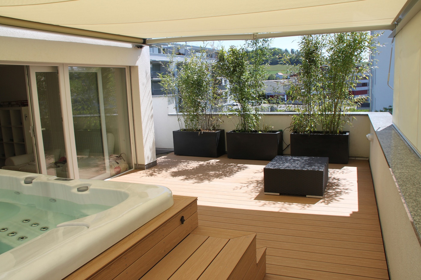 terrasse avec entourage spa as menuiserie. Black Bedroom Furniture Sets. Home Design Ideas