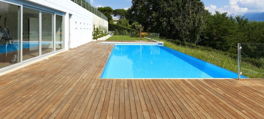 Entourage de piscine great espace piscine with entourage for Piscine entourage bois