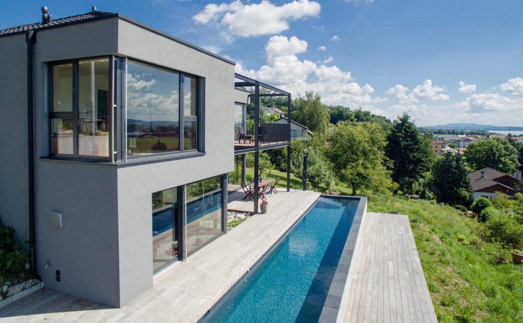 Terrasse en bois avec entourage piscine et escalier 4