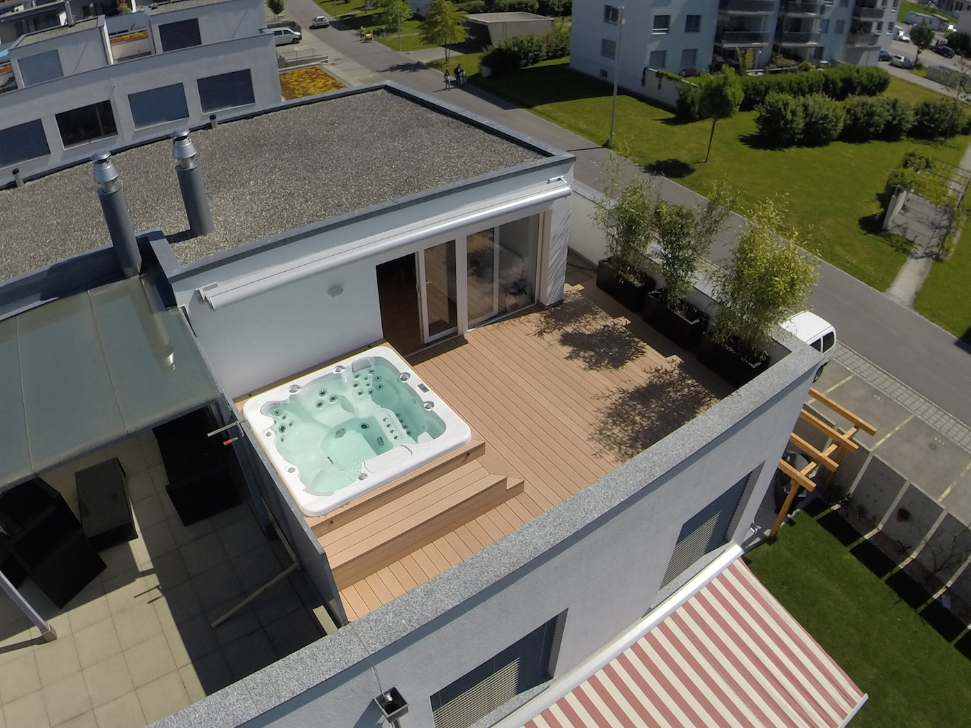 Terrasse attique avec entourage Spa4