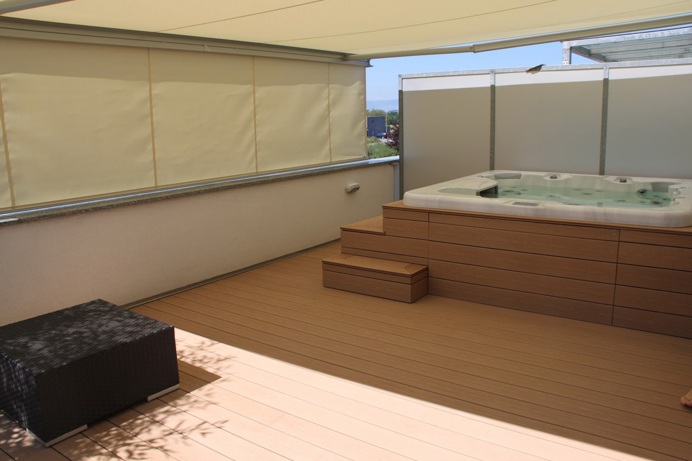 Terrasse attique avec entourage Spa2