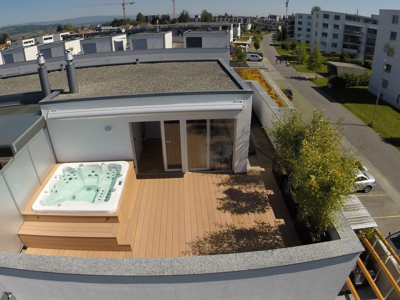 terrasse attique avec entourage spa as menuiserie. Black Bedroom Furniture Sets. Home Design Ideas