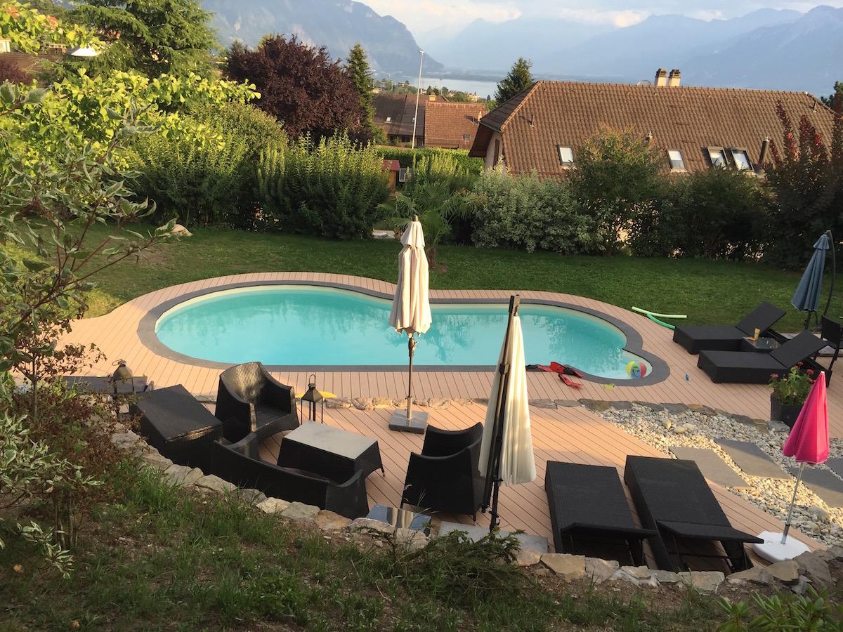 Entourage piscine en bois composite avec terrasse 1